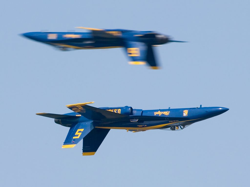 Blue Angels, Quonset Point, Rhode Island, 2003. Photo 100-400mm (400mm), 1/500 at f/10.  Click for next photo.