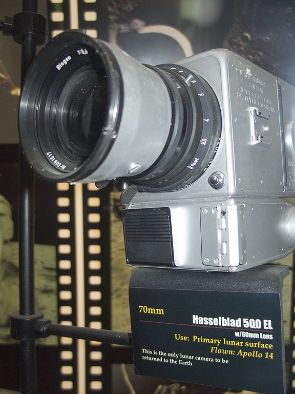 Hasselblad camera used on the lunar surface during Apollo 14, Kansas Cosmosphere, Hutchinson.  Click for next photo.
