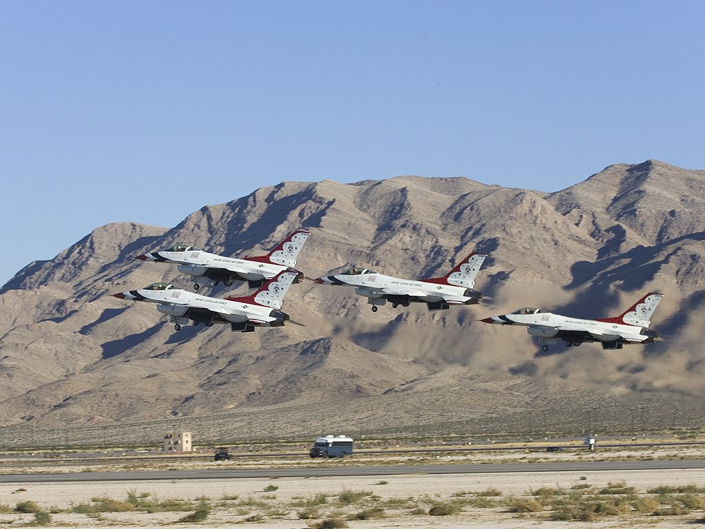 US Air Force Thunderbirds, Aviation Nation in Las Vegas, 2005.  Click for next photo.