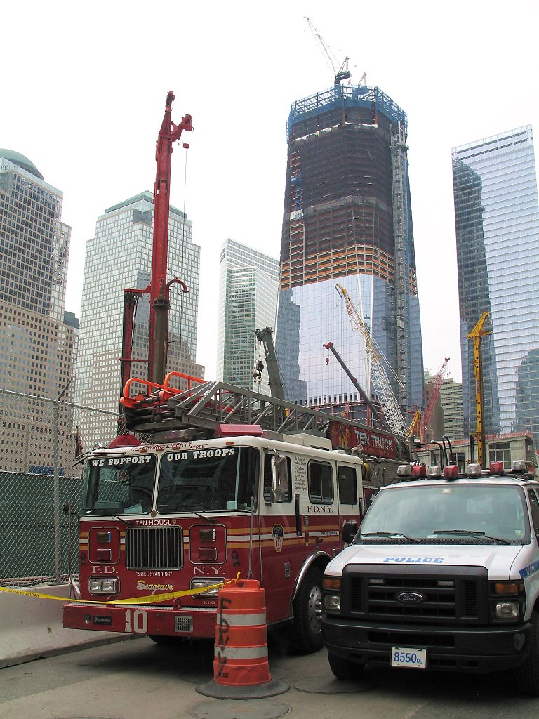 1 WTC the day after, 5/2/11.  Click for next photo.